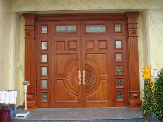 bí quyết mua cửa gỗ tự nhiên đẹp bền 1