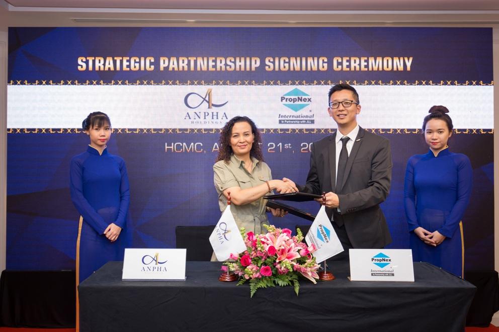 Anpha Holdings ký kết hợp tác với PropNex International
