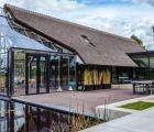 Biệt thự kính xinh đẹp tràn ngập ánh sáng tự nhiên ở Hà Lan