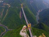 Kinh ngạc với cây cầu treo cao nhất thế giới của Trung Quốc