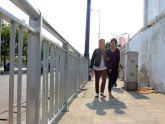 Lắp dải phân cách trên vỉa hè Sài Gòn cho người đi bộ