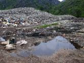 Người dân gần bãi rác Nga Sơn sống chung với nước thải, mùi xú uế