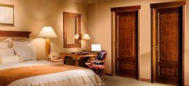 Cửa gỗ tự nhiên cho biệt thự và những ưu điểm bạn chưa biết?